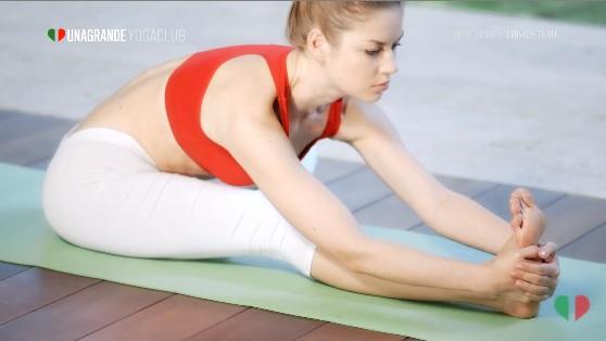 Йога для начинающих в домашних условиях - подробное видео