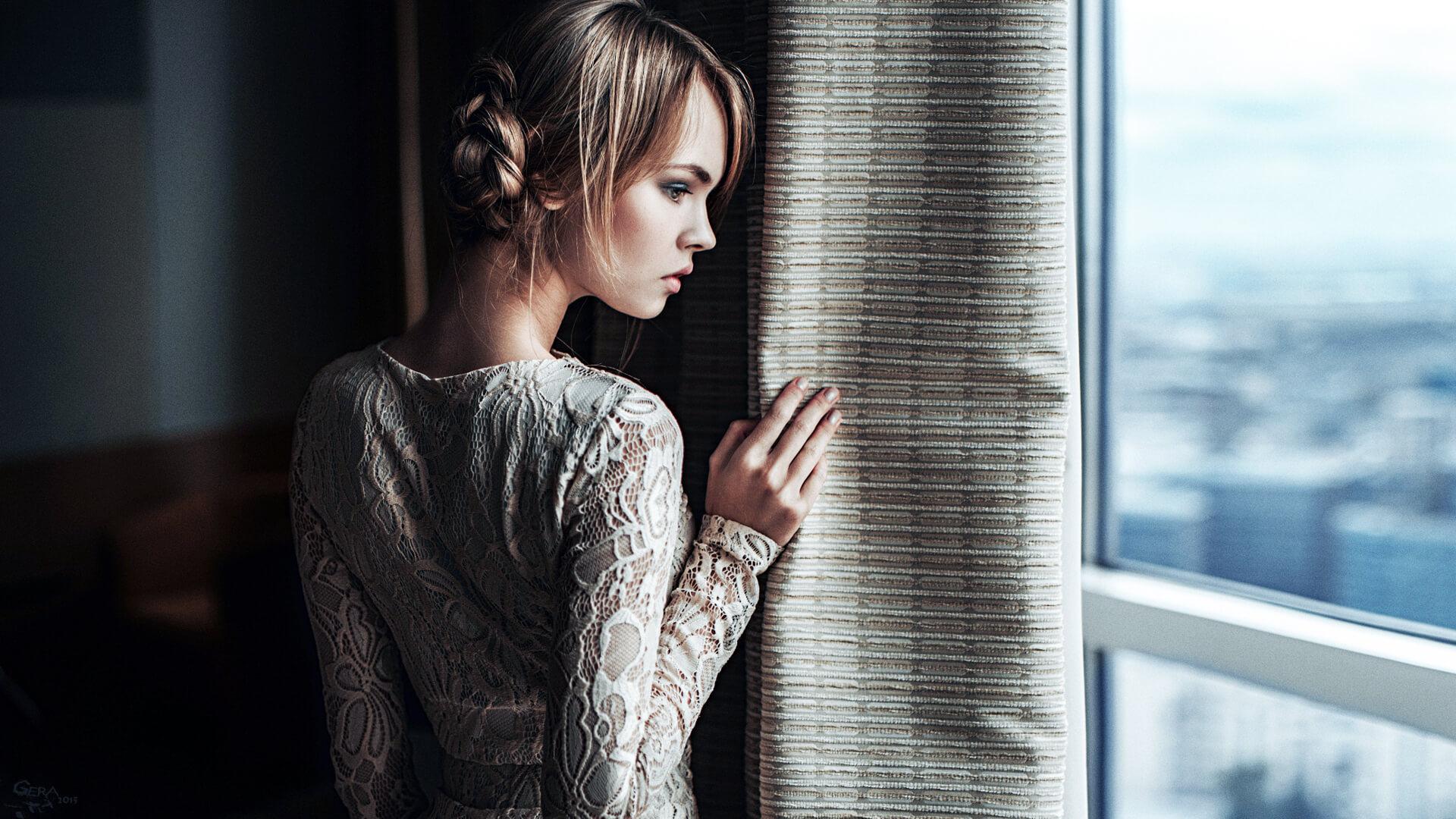 Красивые картинки девушек у окна - удивительная подборка 12