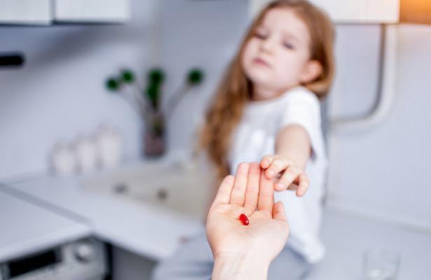 Как давать лекарства детям без слез и стресса 4 эффективных трюка 1