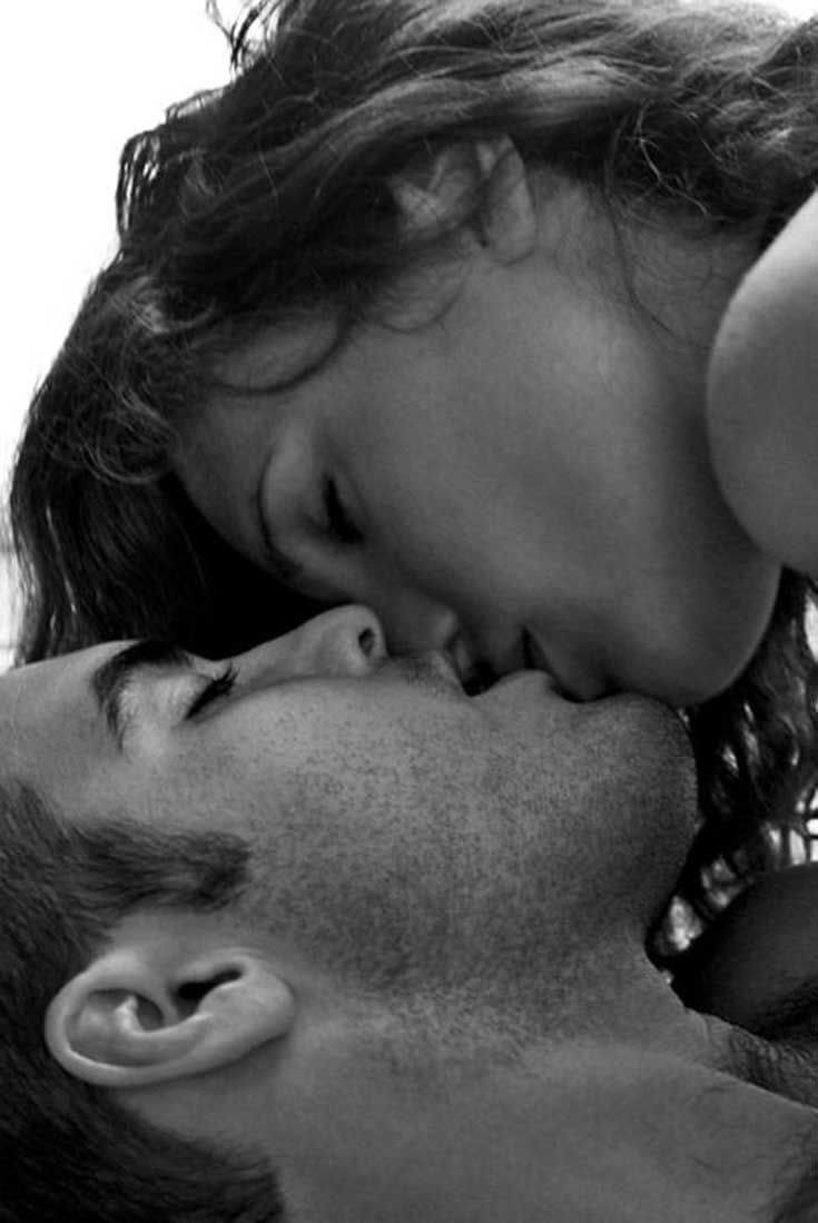 Фото нежного и романтического поцелуя между девушкой и парнем - 20 картинок 2