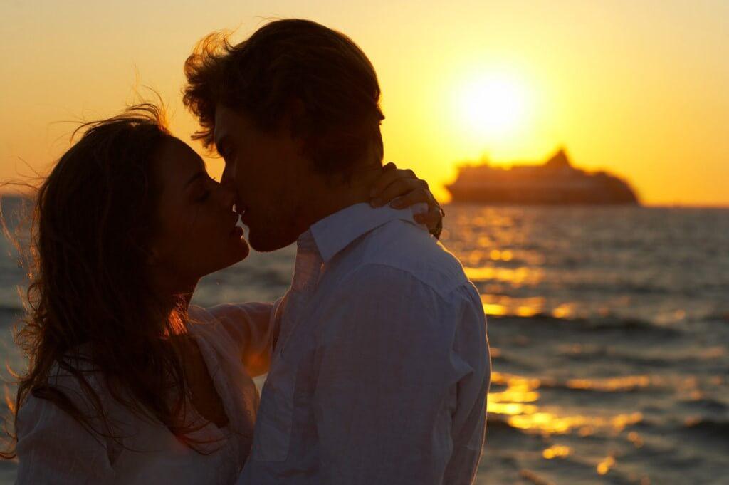 Фото нежного и романтического поцелуя между девушкой и парнем - 20 картинок 12