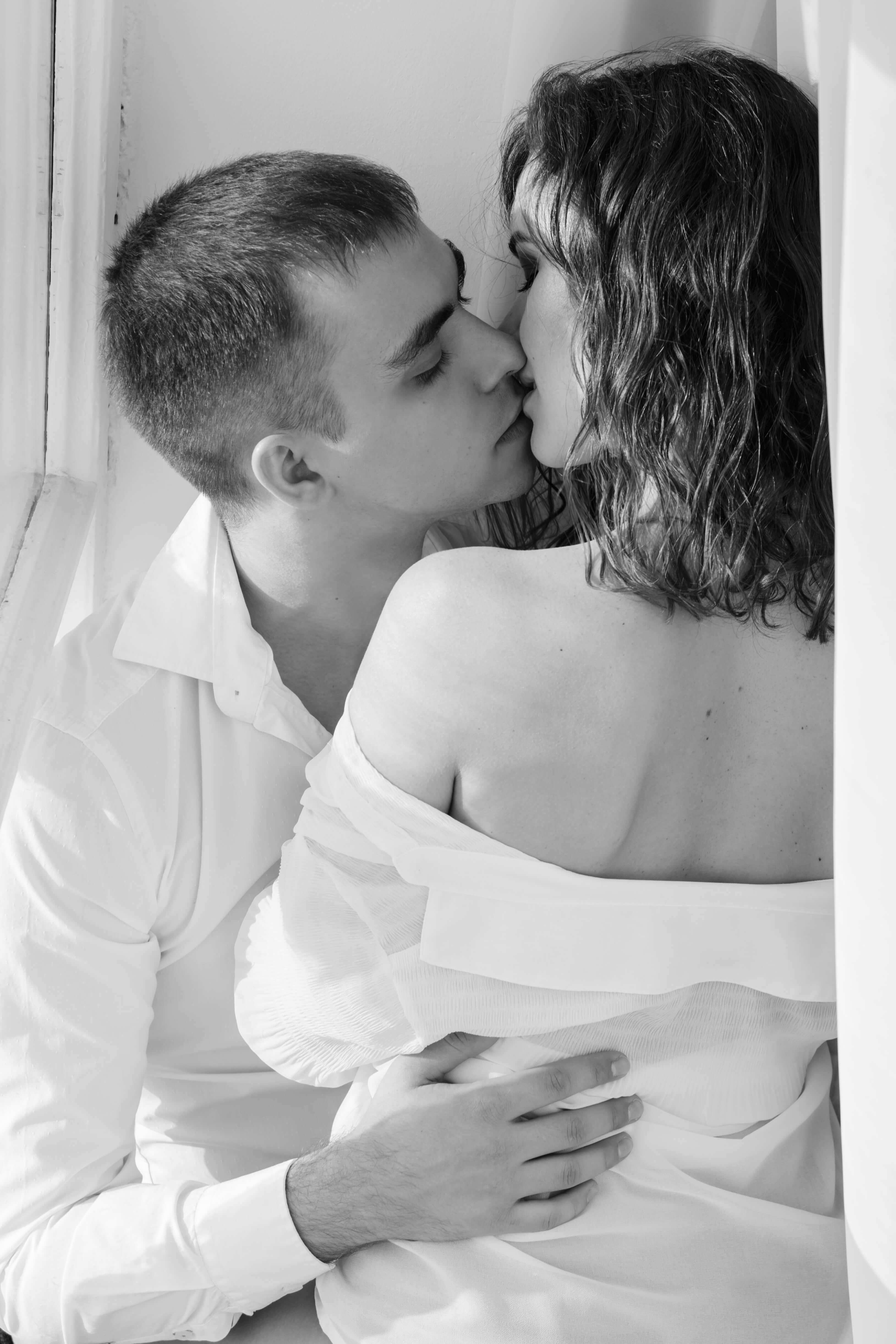 Фото нежного и романтического поцелуя между девушкой и парнем - 20 картинок 15