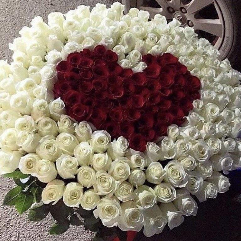 Букет, букет роз и огромное сердцем