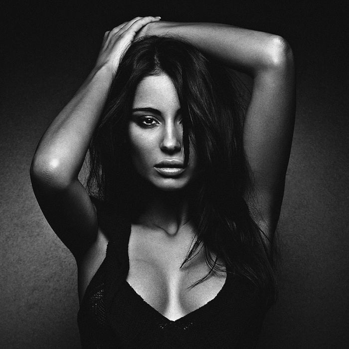 Черно белый фотосет девушки — 9