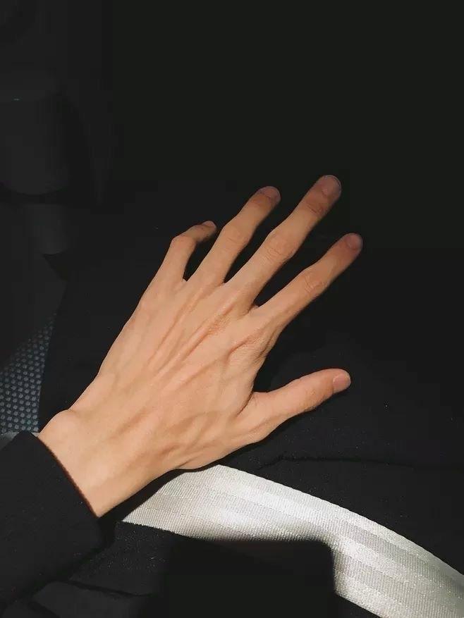Делать, руки женщины курорта рук красивые, мягкая кожа, красивые ... | 877x658